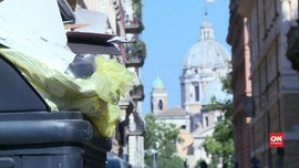 VIDEO: Tumpukan Sampah Penuhi Tepi Jalan di Roma