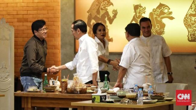 Terkait wacana bergabungnya Prabowo Subianto, Joko Widodo bakal merundingkan ke koalisi pendukungnya. (CNN Indonesia/Hesti Rika)