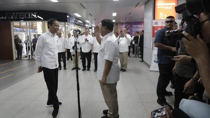 Keterlibatan BG, demikian sebutan untuk Budi Gunawan yang juga pernah menjadi ajudan mantan presiden RI Megawati Soekarnoputri, menuai pertanyaan.