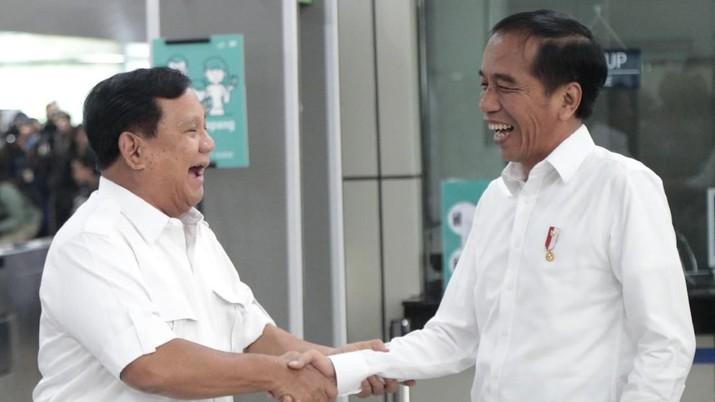 Kemarin, calon presiden terpilih Jokowi bertemu dengan eks pesaingnya di Pilpres 2019, Prabowo Subianto.