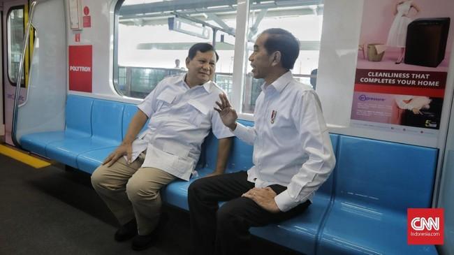 Prabowo sempat memujiMRT dengan menyebut moda transportasitersebut seperti di luar negeri.(CNN Indonesia/Adhi Wicaksono)