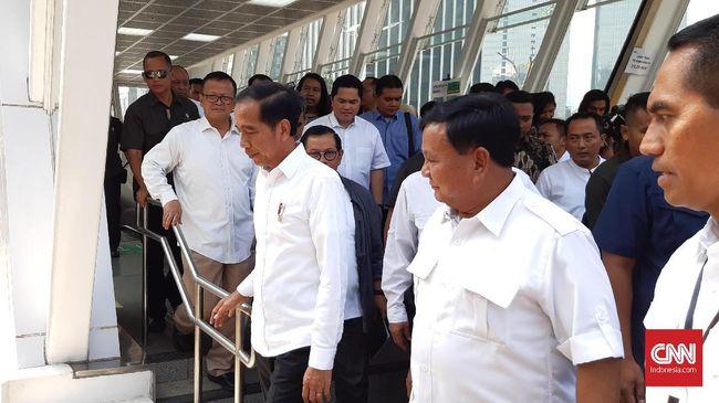 Perempuan Terobos Paspampres Salami Jokowi dan Prabowo