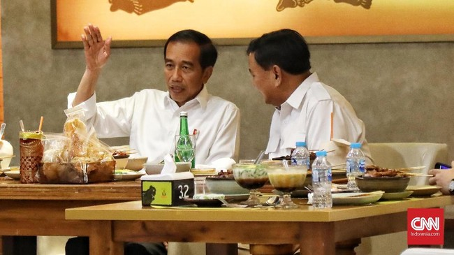 Jokowi-Prabowo makan siang bersama di Sate Khas Senayan, Mal Fx Sudirman, Jakarta Selatan. (CNN Indonesia/Hesti Rika)