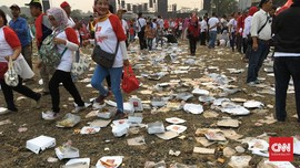 Sampah Kotak Makan Berserakan di Syukuran Nasional Jokowi