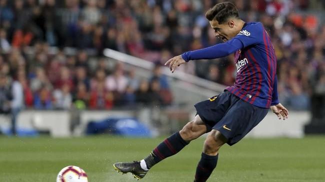 Philippe Coutinho diklaim telah menolak tawaran Manchester United. Namun, ia mempertimbangkan proposal Paris Saint Germain sebagai salah satu syarat transfer Neymar ke Barcelona. (PAU BARRENA / AFP)