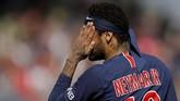 Barcelona dan Paris Saint Germain masih tarik ulur soal transfer Neymar. PSG meminta uang sementara Barca menyodorkan pertukaran tiga pemain untuk menebus bintang timnas Brasil itu. (REUTERS/Stephane Mahe)