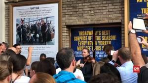 VIDEO: Pemadaman Listrik, Musisi Broadway Aksi di Luar Teater