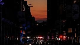 Mati Lampu Usai, Warga New York Bersorak Sorai