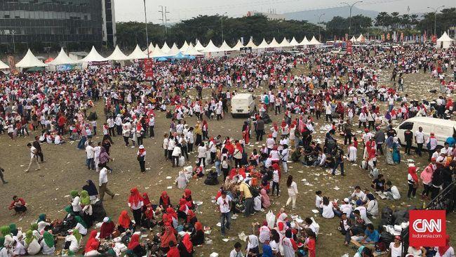'Gelombang' Kaus Putih Berwajah Jokowi-Ma'ruf di Sentul