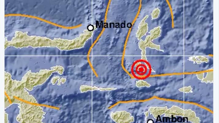 pusat gempa diketahui berada di darat dan berjarak 62 km dari timur laut Labuha dengan kedalaman 10 km.