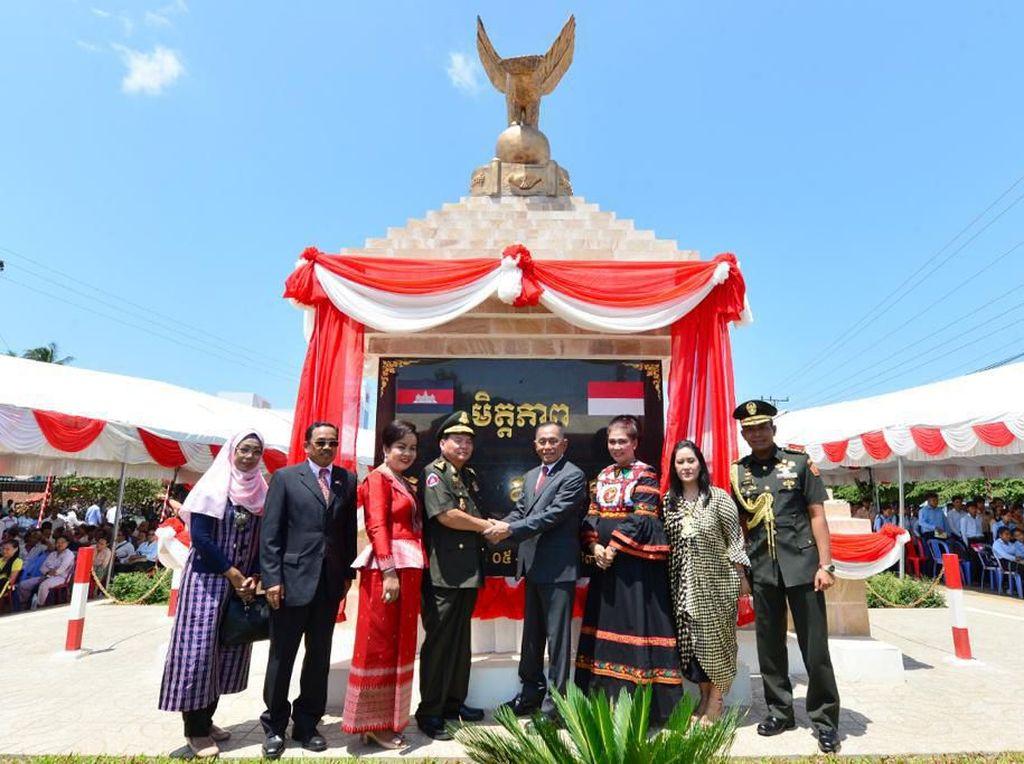 Ryamizard Resmikan Tugu Persahabatan Indonesia-Kamboja