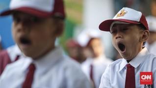 Foto Senyum Jokowi dan Nasib Siswa SD di Kalijaya