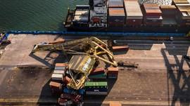 Kerugian Crane Roboh Tertabrak Kapal Capai Rp60 Miliar