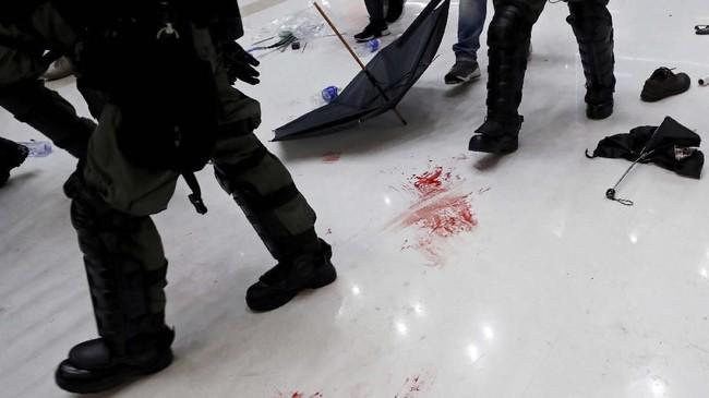 Para aktivis juga mendesak dibukanya penyelidikan mandiri atas dugaan kekerasan polisi, pengampunan kepada para aktivis yang ditangkap, serta meminta pemimpin Hong Kong, Carrie Lam, turun dari jabatannya. (REUTERS/Tyrone Siu)