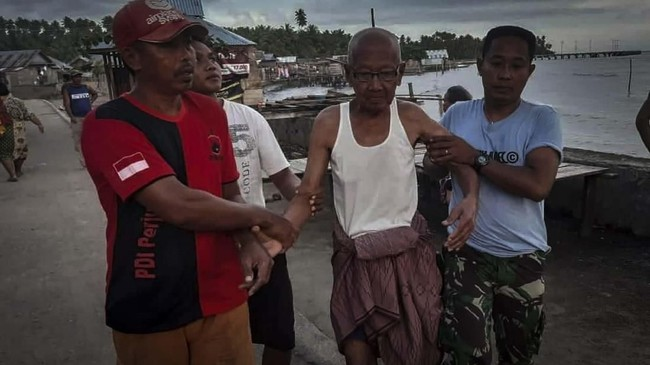 Gempa berkekuatan magnitudo 7,2 mengguncang sejumlah daerah di Maluku Utara, Minggu (14/7). (ANTARA FOTO/Marni)