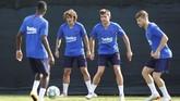 Di bursa transfer musim 2019/2020 Barcelona sudah merekrut empat pemain, termasuk Griezmann, dengan total belanda mencapai 233 juta euro atau setara dengan Rp3,6 triliun. (REUTERS/Albert Gea)