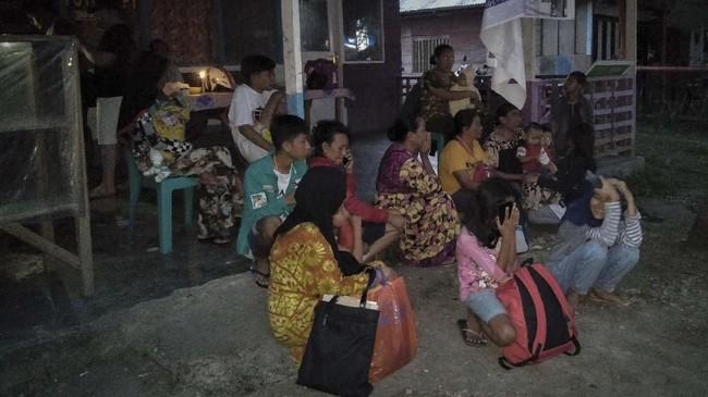 Guncangan pada Skala V Marcelli dirasakan di Obi. Selain itu, guncangan juga diraskaan di Labuha (Skala III), Manado dan Ambon (Skala II-III), kemudian Ternate, Namlea, Gorontalo, Sorong, dan Bolaang Mongondow (Skala II). (STR / AFP)