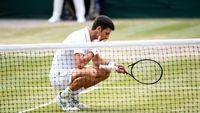Perayaan Juara Wimbledon Novak Djokovic: Makan Rumput Lapangan