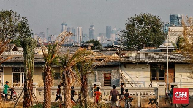 Dalam studi Greenpeace dan IQ AirVisual ditemukan rata-rata harian kualitas udara di Jakarta lebih buruk 4,5 kali lipat dari batas aman dan batas sehat yang ditetapkan oleh WHO. Angka itu meningkat dibanding 2017 di mana rata-rata harian kualitas udara di Jakarta adalah 29,7. (CNN Indonesia/Andry Novelino)