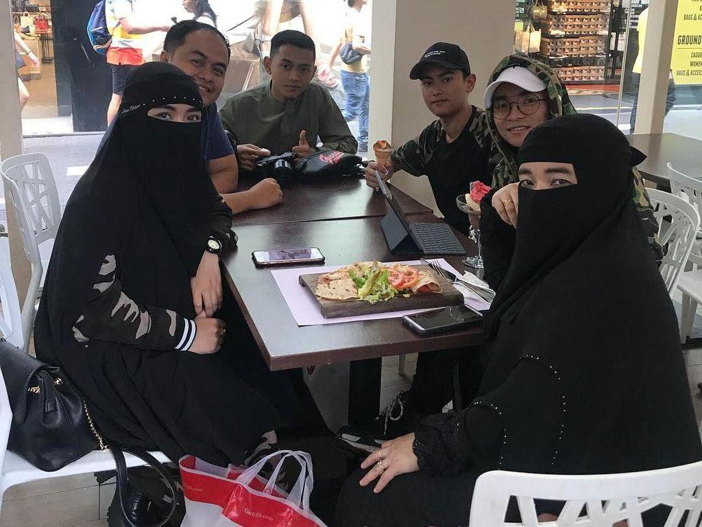 Momen Hangat Keluarga Taqi Malik yang Kompak Saat Kulineran Bareng