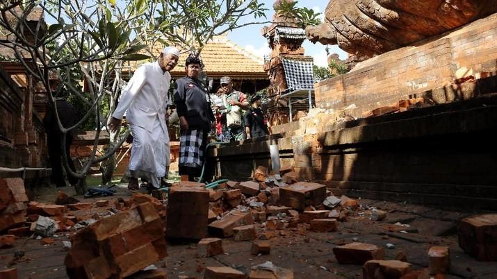 Gempa ini menyebabkan kerusakan sejumlah bangunan, terutama di daerah yang dekat dengan pusat gempa, yakni wilayah Nusa Dua, Jimbaran, dan sekitarnya.