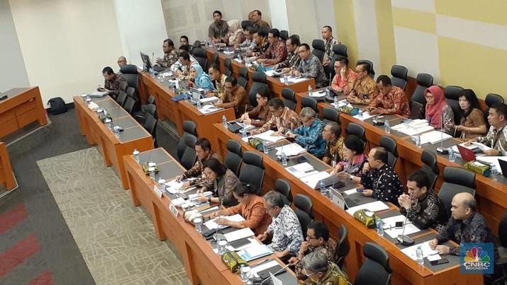 Pemerintah menyampaikan realisasi APBN 2019 di Semester I kepada DPR.