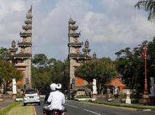 Lagi, Turis Asing Viral karena Lecehkan Kesucian Kuil di Bali