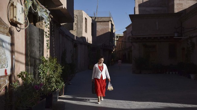 Kashgar ialah kawasan wisata yang masuk daftar Situs Warisan Dunia UNESCO. (GREG BAKER/AFP)