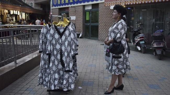 Xinjiang, wilayah yang penuh dengan gejolak kekerasan antaretnis, adalah salah satu daerah dengan pertumbuhan wisata tercepat di Tiongkok. (GREG BAKER/AFP)