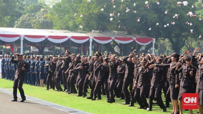Jokowi Minta Perwira Muda TNI-Polri Jaga Toleransi Berbangsa