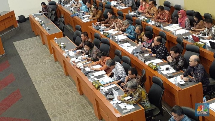 Gubernur Bank Indonesia (BI) Perry Warjiyo memaparkan bahwa perekonomian dunia saat ini sedang tak ramah