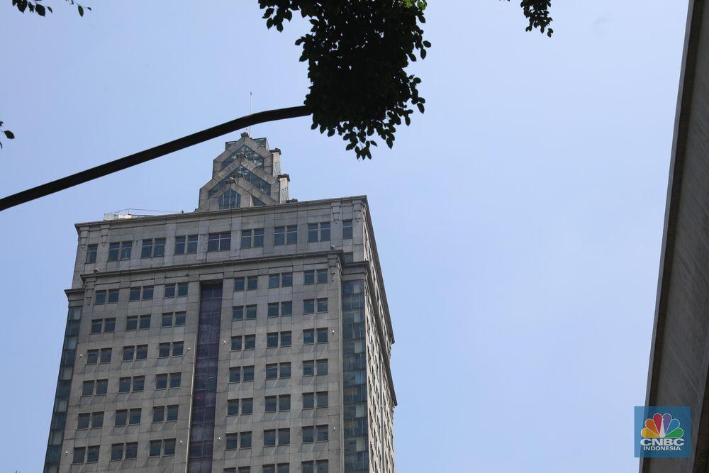 Dahulu gedung ini merupakan salah satu gedung mewah yang menjadi pusat perkantoran di lokasi strategis di Jakarta Selatan.