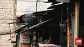 Berbagai faktor memengaruhi kualitas udara di Jakarta dari mulai buangan emisi industri dan PLTU, kendaraan bermotor, hingga kegiatan domestik seperti pembakaran sampah. (CNN Indonesia/Andry Novelino)
