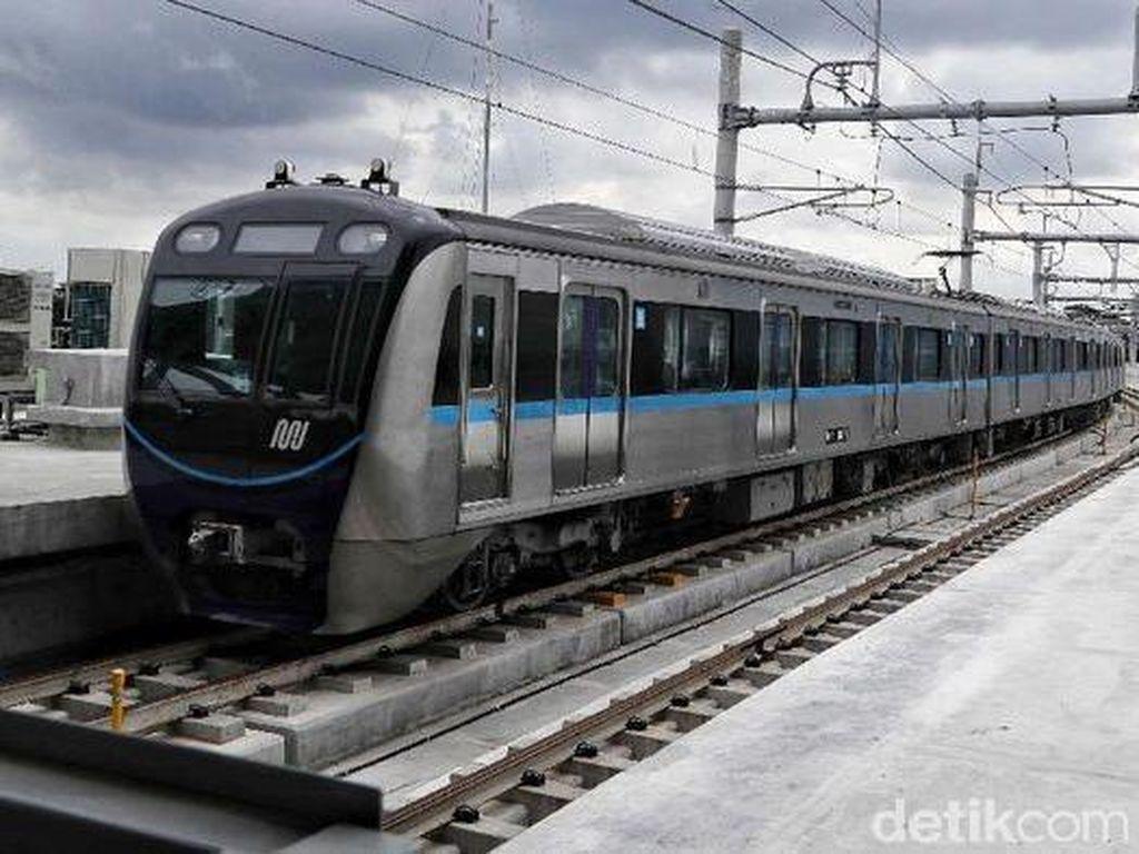 Usai trem berhenti dioperasikan, Jakarta kini memiliki transportasi umum baru yaitu MRT. Jalur MRT pun dibangun di bawah tanah dan juga stasiun layang. Pradita Utama/Dok. Detikcom.
