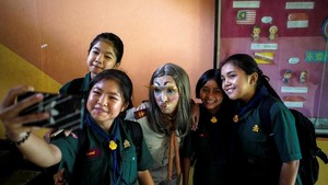FOTO: Ketika 'Lisa Blackpink' Jadi Guru Bahasa Inggris