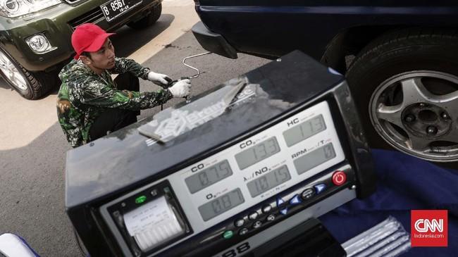 Uji emisi ini dapat membantu dalammeminimalisasidampak polusi udara di Jakarta serta memastikan kendaraan terawat sehingga karbon monoksida yang dikeluarkan tidak berlebihan. (CNNIndonesia/Safir Makki)