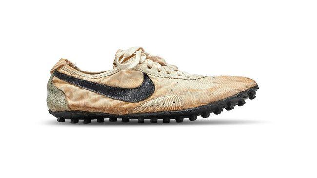 Sneaker Butut 'Moon Shoe' Cetak Rekor Sepatu Termahal