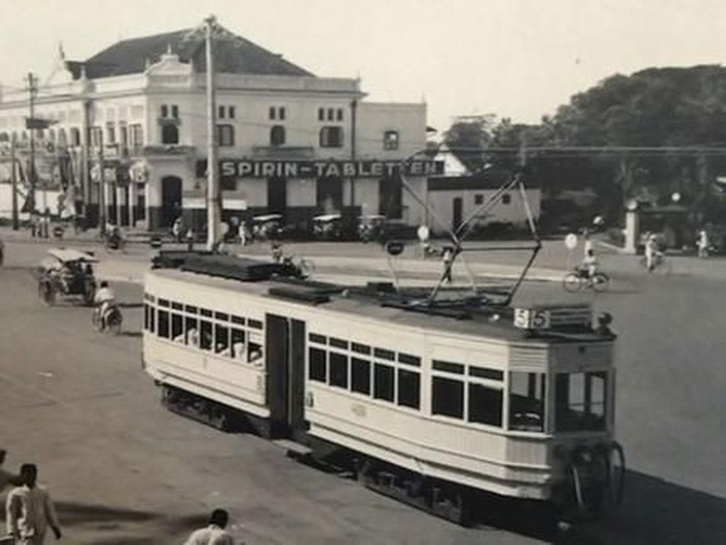 Trem listrik ini beroperasi dalam lima jalur, diantaranya Menteng-Kramat-Jakarta Kota; Senen-Gunung Sahari; dan Menteng-Merdeka Timur-Harmoni. Istimewa/Dok. quora.com.