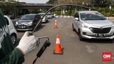 Untuk mobil keluaran tahun 2007 ke atas, kadar gas buangnya untuk CO harus di bawah 1,50. (CNNIndonesia/Safir Makki)