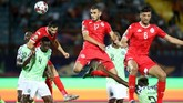 Salah satu peluang emas Tunisia melalui tandukan Ellyes Skhiri. Sundulannya masih melenceng tipis. (REUTERS/Suhaib Salem)