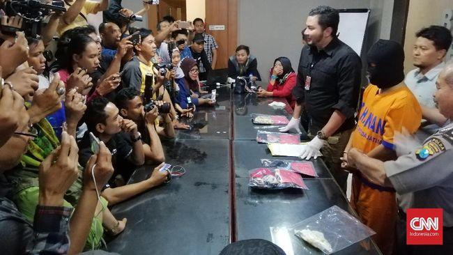 Polda Jatim Bekuk Mantan Guru Penyedia Pesta Seks Berbayar