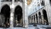 Kebakaran hebat melalap Katedral Notre Dame pada 15 April lalu, memusnahkan bagian atap dari bangunan ikon kota Paris tersebut.