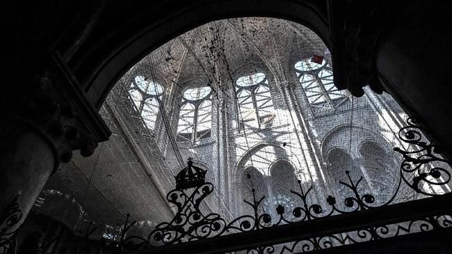 Sehingga hampir tidak mungkin kebakaran Katedral Notre Dame terjadi karena disengaja.
