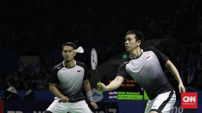 Ganda putra Mohammad Ahsan/Hendra Setiawan menjadi wakil Indonesia pertama yang lolos ke perempat final Indonesia Open 2019. (CNN Indonesia/Adhi Wicaksono)