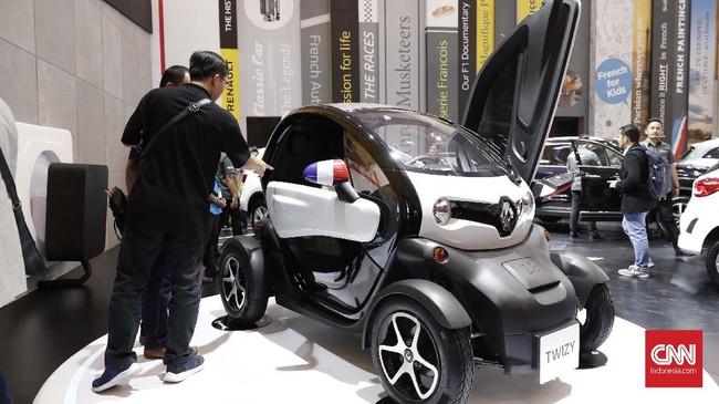 Mobil Twizy Renault yang dipamerkan pameran otomotif terbesar di Indonesia, GIIAS di ICE BSD, Tangerang, Kamis (18/7). (CNNIndonesia/Safir Makki)