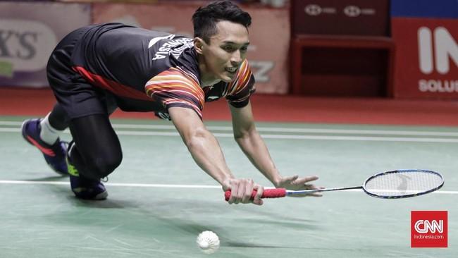 Atlet badminton Jonatan Christie menjadi satu-satunya tunggal putra Indonesia yang tersisa di Indonesia Open 2019 setelah mengalahkanatlet Denmark Hans Kristian Solberg 22-20, 21-13. (CNN Indonesia/Adhi Wicaksono)