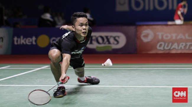 Atlet badiminton tunggal putra Indonesia Anthony Sinisuka Ginting gagal melangkah ke perempat final Indonesia Open 2019 usai dikalahkan Kantaphon Wangcharoen dari Thailand, 20-22, 21-11, 19-21. (CNN Indonesia/Adhi Wicaksono)