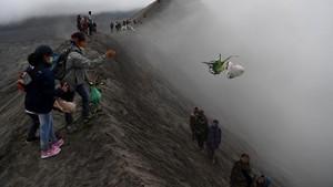 FOTO: Mencari Perlindungan Sang Hyang Widi di Gunung Bromo