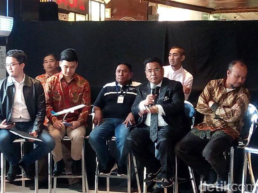 Kemudian Serikat Karyawan Garuda Indonesia (Sekarga) melaporkan Rius ke pihak Kepolisian karena mengunggah postingan tersebut. Sekarga menilai apa yang dilakukan Rius tersebut merugikan pihak perseroan.