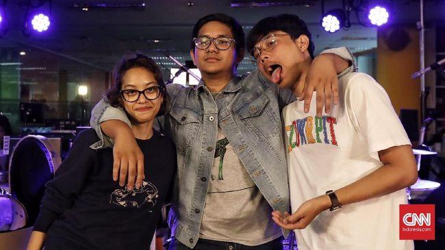 Bermodal Mini Album, Grrrl Gang 'Pede' Tur Asia Tenggara